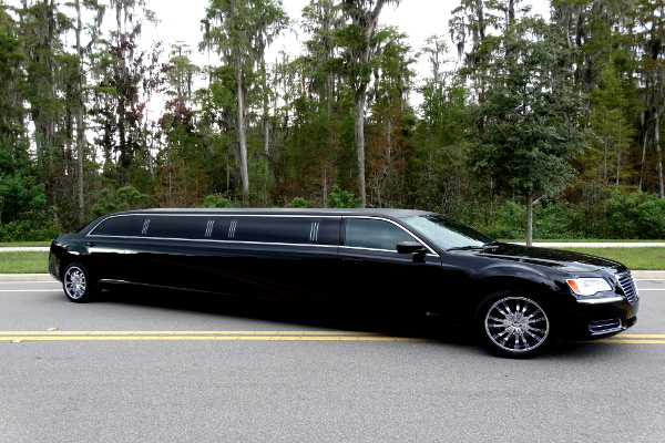 Chrysler 300 limo service Saint Paul Minnesota